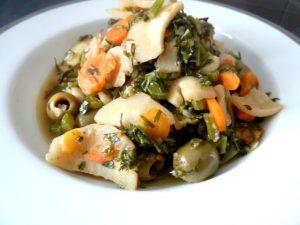 carottes-fanes-et-panais-aux-olives-dresser