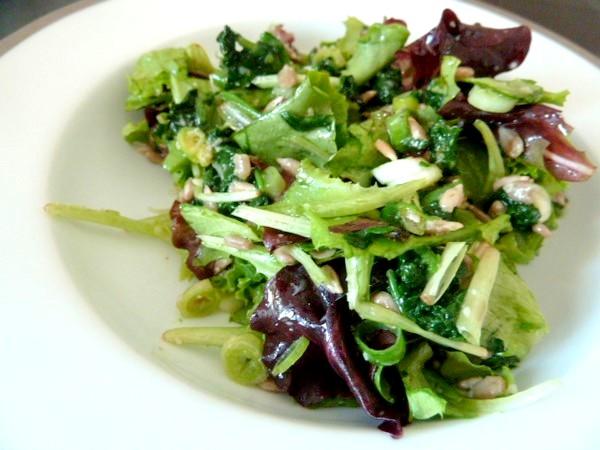 salade-verdure-piquante-servir-frais