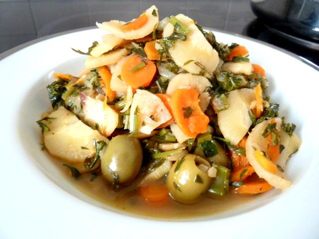 carottes-fanes-et-panais-aux-olives-servir
