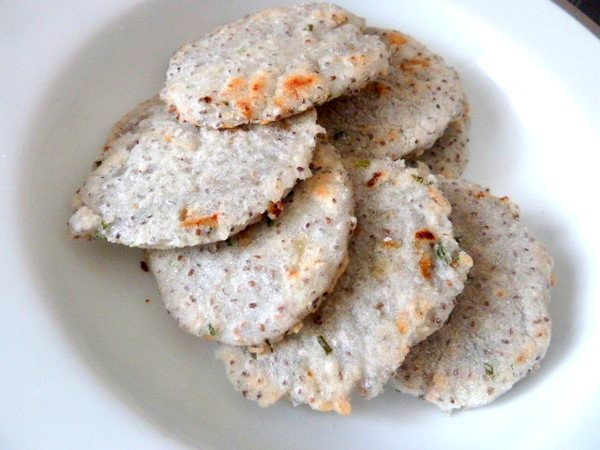 galettes-semoule-de-riz-et-graines-de-chia-servir
