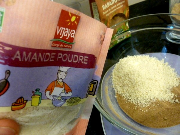 macarons-spiruline-au-chocolat-cru-poudre-amande