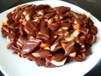 poires-crues-sur-chataignes-au-chocolat-servir