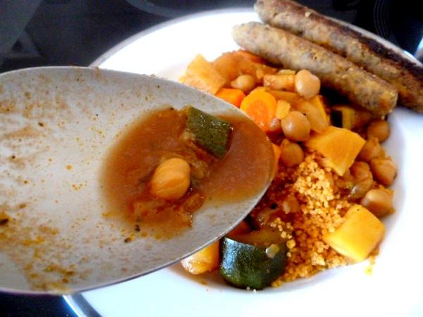 couscous-vegetarien-ou-vegan-dresser-avec-jus