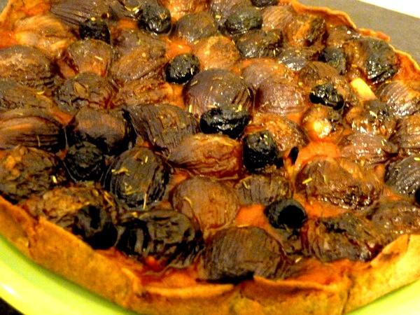 pizza-aux-oignons-grelots-rouges-refroidir