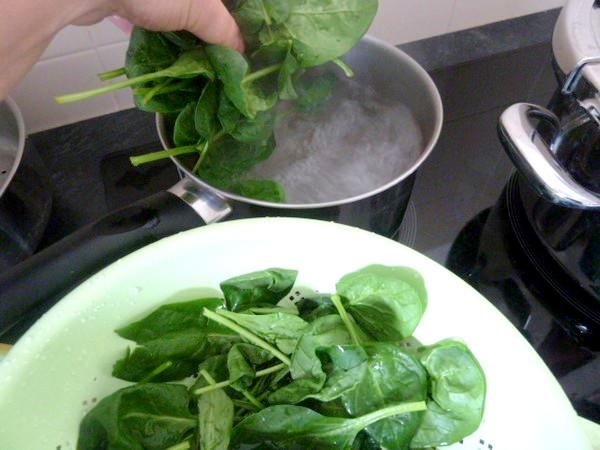 salade-verdure-piquante-ebouillanter-epinards