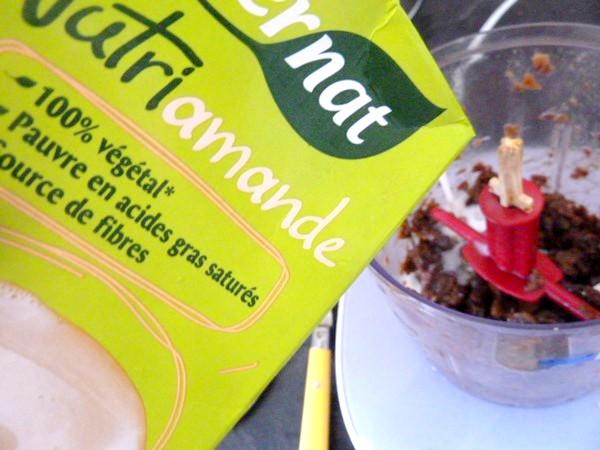 kiwis-sur-compote-poires-raisins-secs-lait-amande