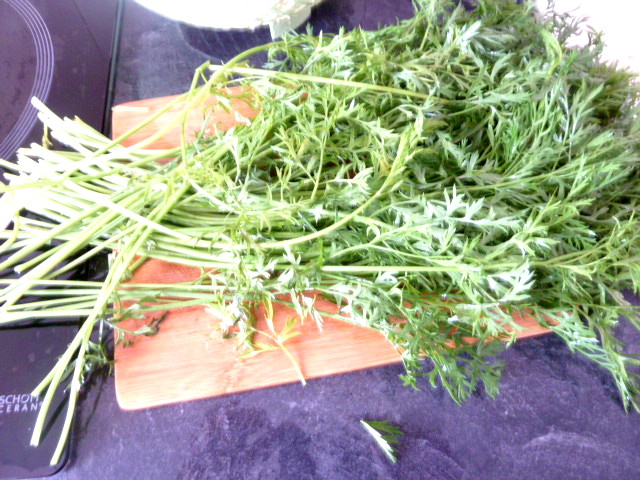 carottes-fanes-et-panais-aux-olives-couper-base-tiges