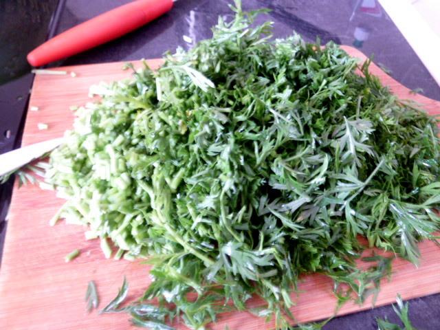 carottes-fanes-et-panais-aux-olives-ciseler