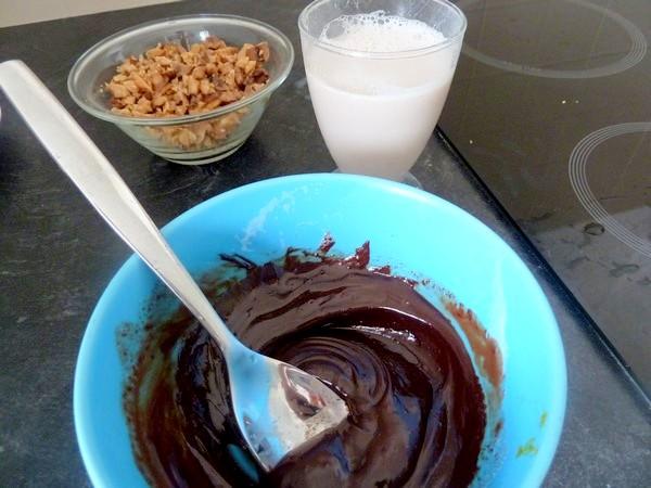 poires-crues-sur-chataignes-au-chocolat-remuer-creme-lisse