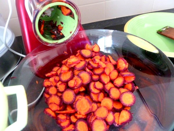carottes-tricolores-aux-deux-celeris-trancher-robot