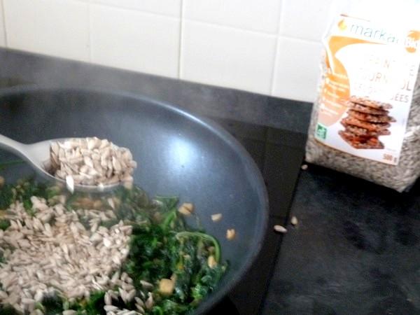 nems-epinards-salade-aux-graines-tournesol-ajoutees