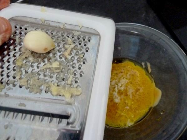 blettes-mi-cuites-croutons-et-fromage-vegan-raper-ail