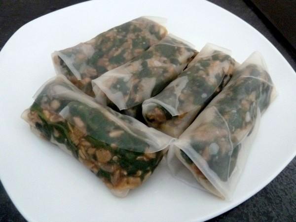 nems-epinards-salade-aux-graines-tournesol-crus