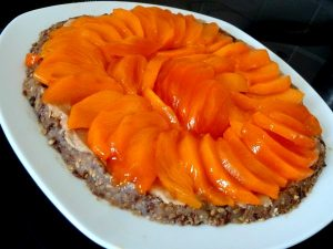 tarte-crue-cakis-coings-chataignes-graines-servir