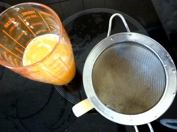 jus-de-coco-aux-agrumes-filtrer-le-jus