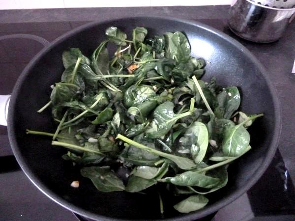 nems-epinards-salade-aux-graines-tournesol-volume-reduit