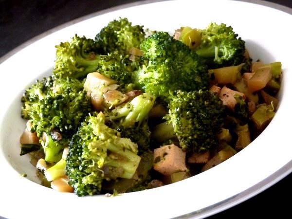 brocolis au tofu fume servir chaud