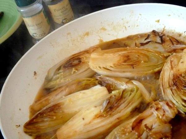 endives-sauce-agrume-et-patates-douces-poivre-anis-vert
