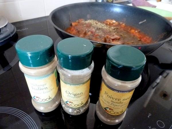 champignons a la tomate et riz sesame epices herbes