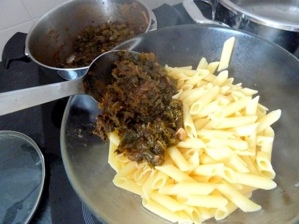 pates sans gluten au chou kale verser et melanger
