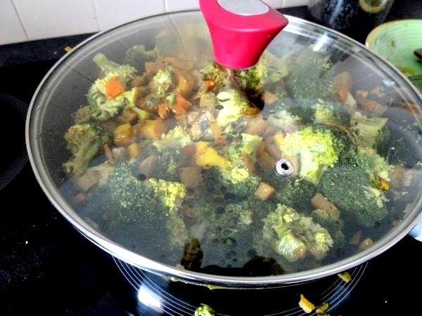 wok brocolis citronnes chauffer ensemble
