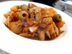 chou chinois et pommes de terre servir
