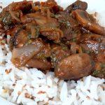 champignons a la tomate et riz sesame servir chaud