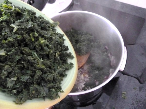 pates sans gluten au chou kale melanger