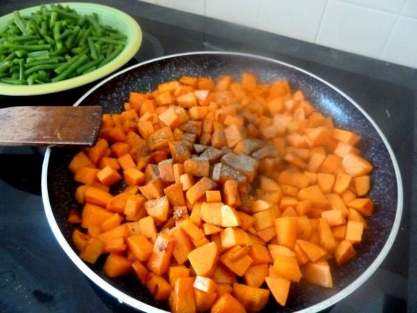 haricots verts patates douces au tofu assaisonner
