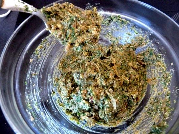 raviolis salade cajou et sauce tomate pate homogene