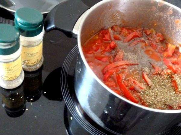 spaghettis aux poivrons et aubergines sel poivre origan
