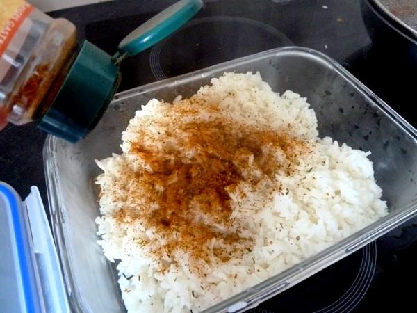 poivrons oignons champignons en poelee riz thai herbes
