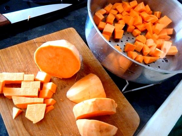 chou rouge aux aromates et patates douces en des