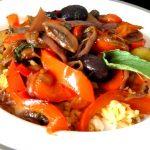 poivrons oignons champignons en poelee deguster