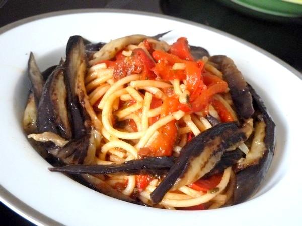 spaghettis aux poivrons et aubergines origan