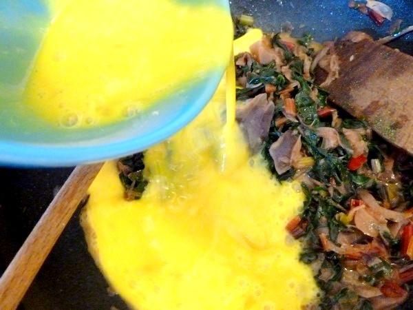 tarte aux graines blettes et oignon rouge oeufs battus