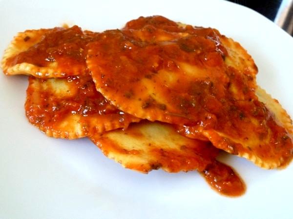 raviolis salade cajou et sauce tomate deguster