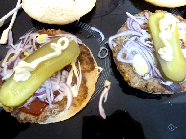 hamburger vegetarien cornichon mayonnaise