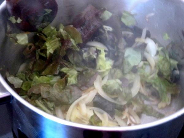 raviolis salade cajou et sauce tomate oignon tomate