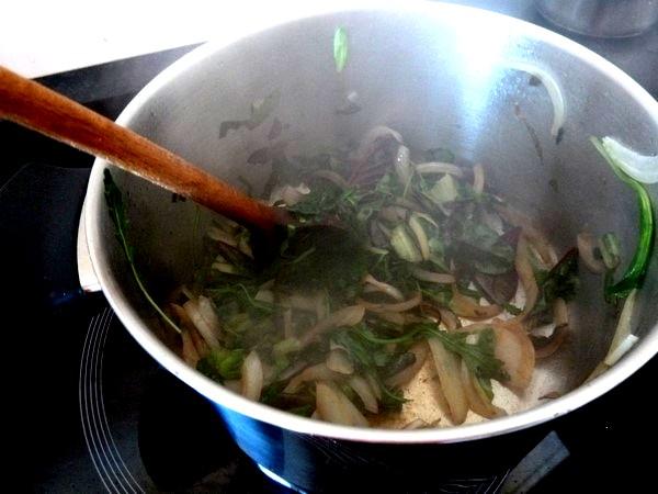 raviolis salade cajou et sauce tomate reduction
