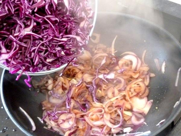 chou rouge aux aromates et patates douces melanger