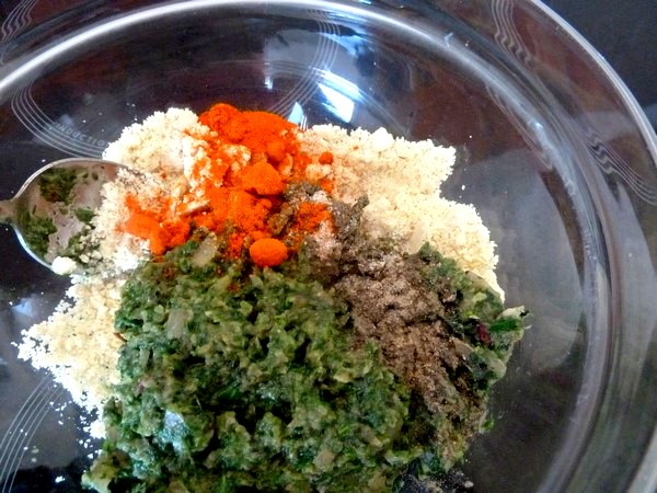raviolis salade cajou et sauce tomate sel poivre epice