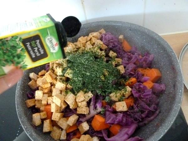 chou rouge patate douce et tofu à la moutarde